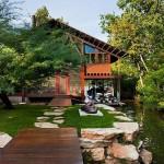 บ้านสวนท่ามกลางธรรมชาติสีเขียวและสระน้ำ ดูสบายน่าอยู่ เหมาะกับการพักผ่อน
