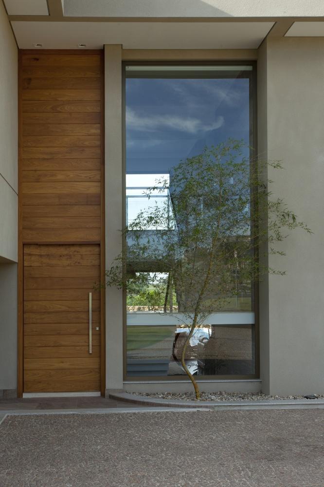modern concrete house serene swimming pool lawn (13)