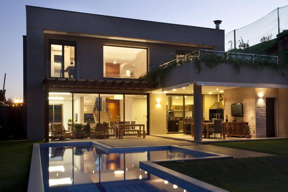 modern concrete house serene swimming pool lawn (2)