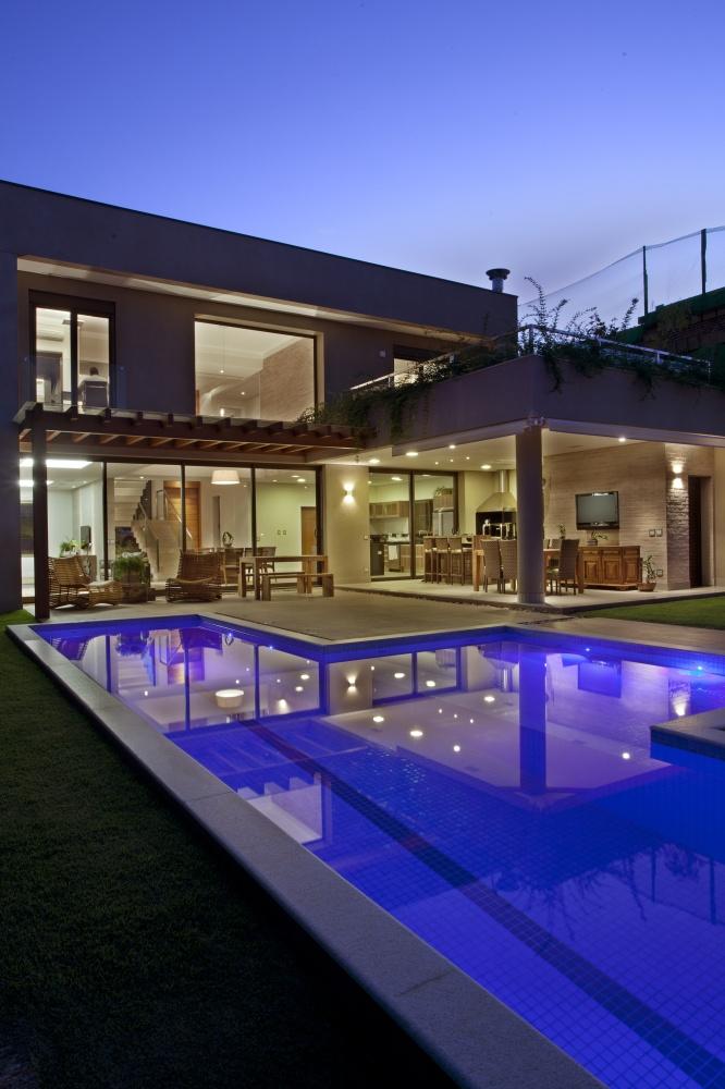modern concrete house serene swimming pool lawn (6)