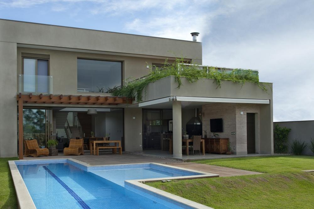 modern concrete house serene swimming pool lawn (7)