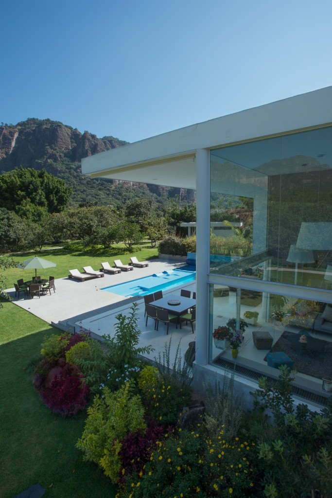 modern vacation house swimming pool (4)