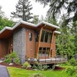 บ้านไม้สไตล์โมเดิร์น ออกแบบทรงเพิงหมาแหงน บรรยากาศเป็นธรรมชาติ