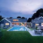 แบบบ้านชั้นเดียว รูปทรงกระท่อมคลาสสิค พร้อมสระว่ายน้ำในบรรยากาศธรรมชาติ