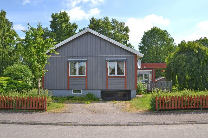 cottage modern house grey orange green nature lawn yard (3)