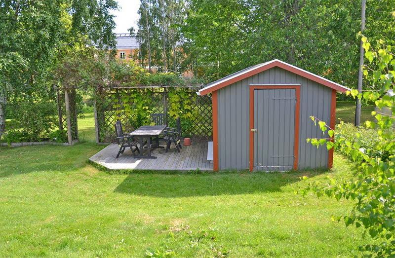 cottage modern house grey orange green nature lawn yard (4)