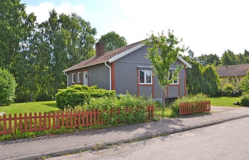 cottage modern house grey orange green nature lawn yard (7)