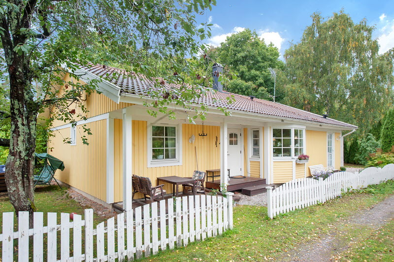 cottage wooden vintage house for family (7)