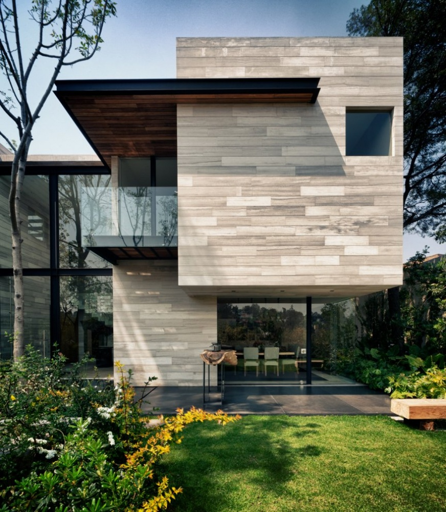 modern house natural surrounding green (10)