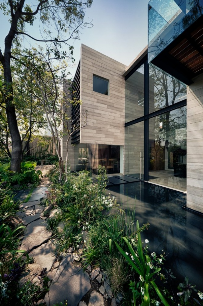 modern house natural surrounding green (11)