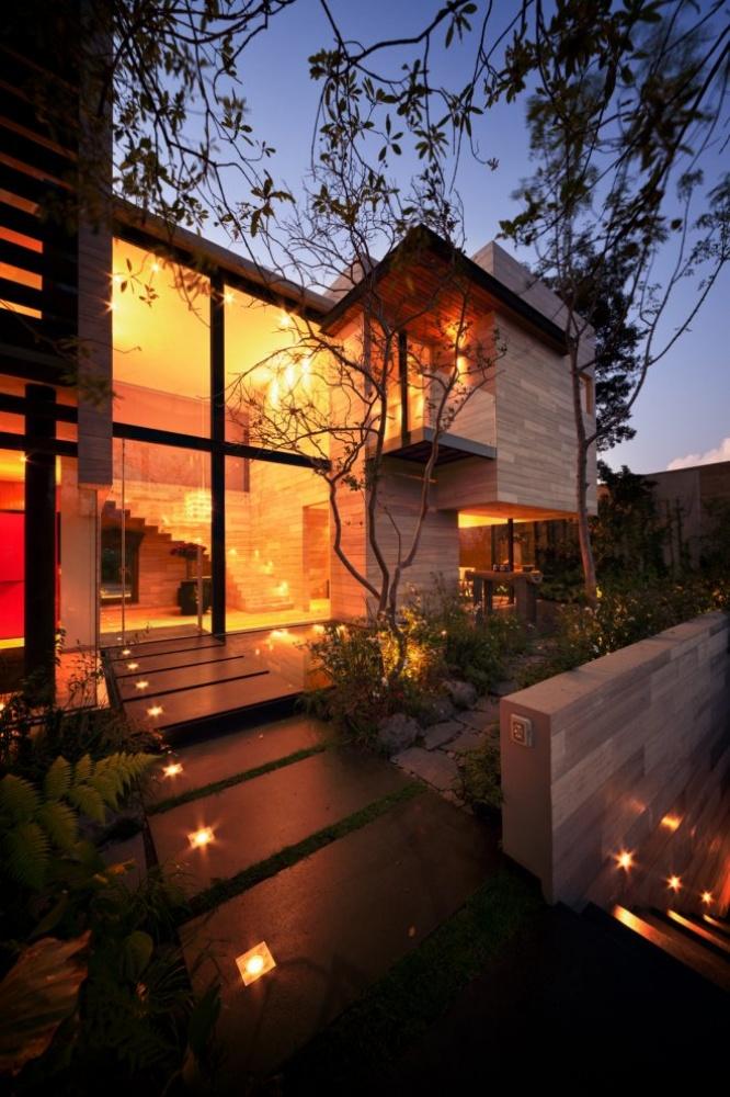 modern house natural surrounding green (12)