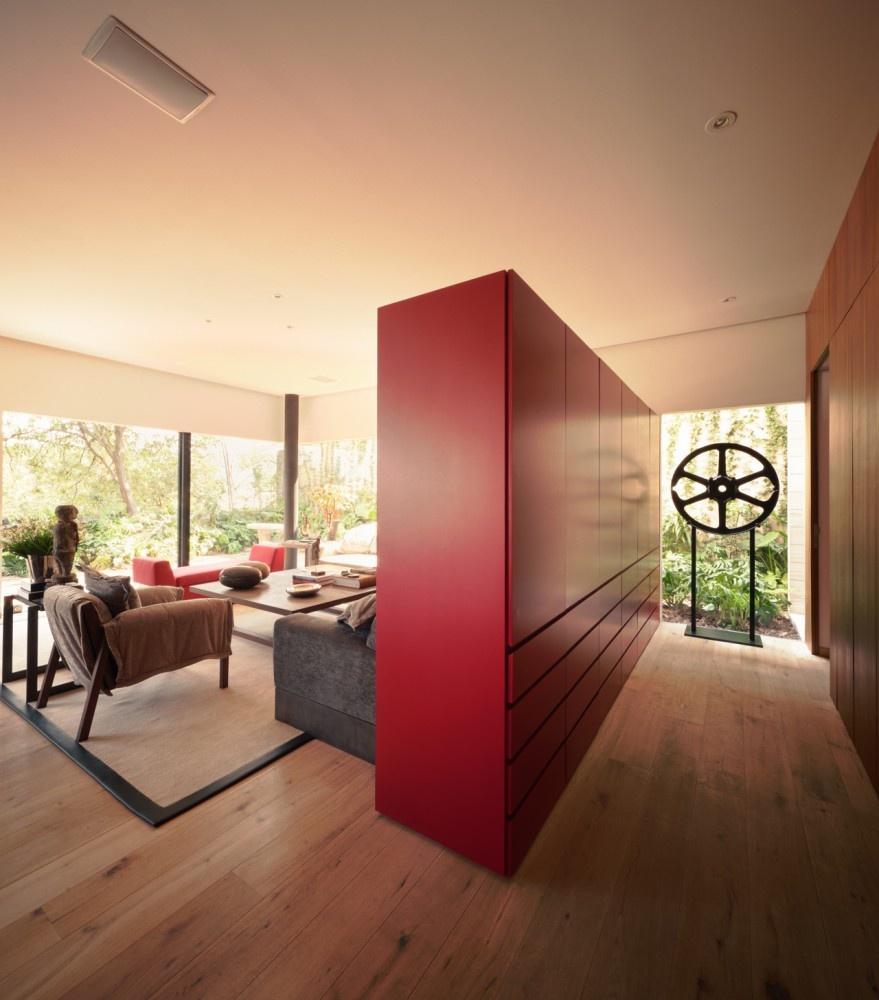 modern house natural surrounding green (13)