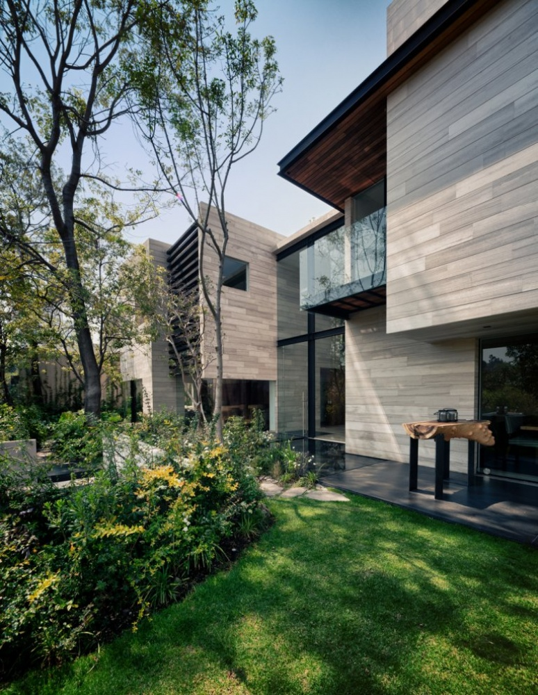 modern house natural surrounding green (5)