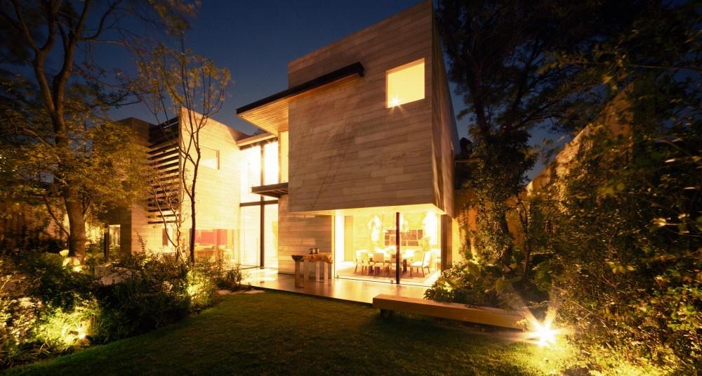 modern house natural surrounding green (8)
