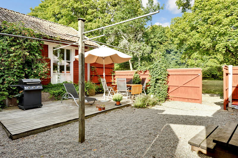 red wooden cottage house green garden (11)