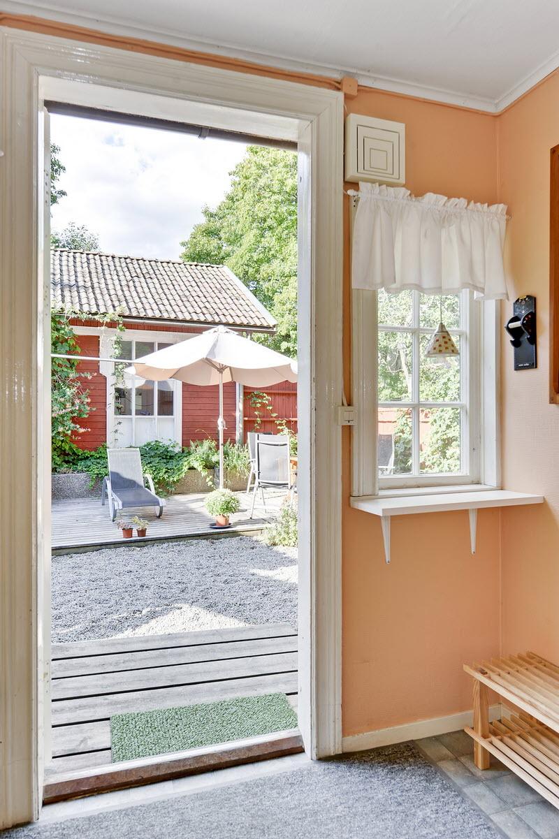 red wooden cottage house green garden (14)