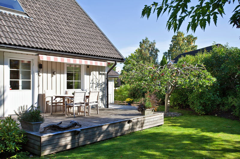 white wooden cottage house in the garden green lawn (13)
