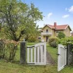 แบบบ้านกระท่อมแนวยุโรป ตกแต่งภายในสไตล์คลาสสิค มีพื้นที่สวนสวยๆด้านนอก