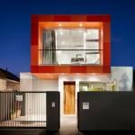 แบบบ้านแนวโมเดิร์น ออกแบบรูปทรงและสีสันเป็นเอกลักษณ์ โดดเด่นใจกลางเมือง