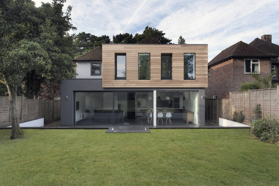 modern monotone house in city with garden (5)