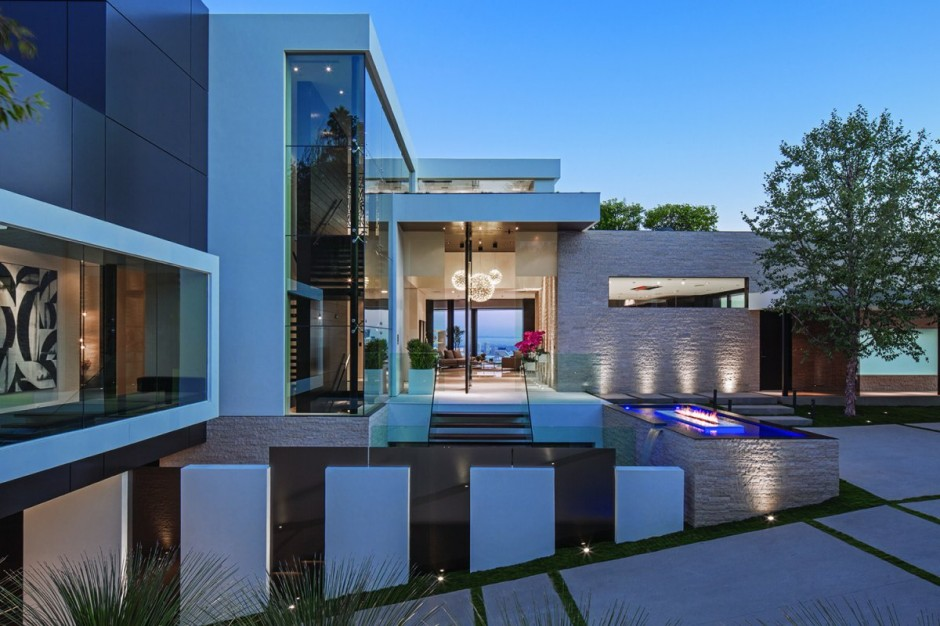 modern vacation house white in natural and green (11)