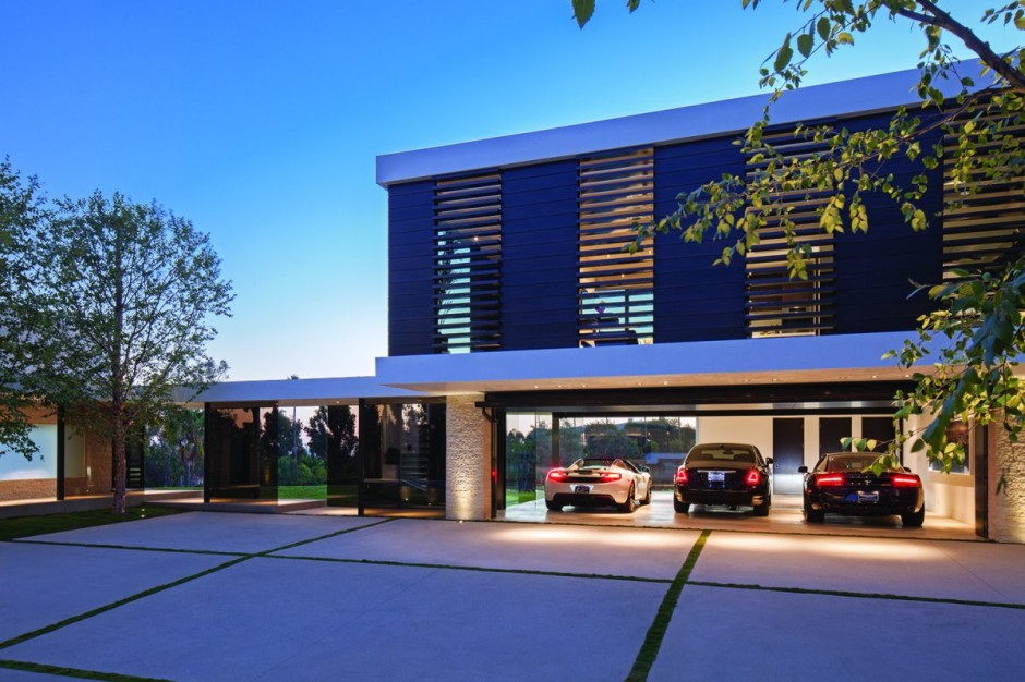 modern vacation house white in natural and green (13)