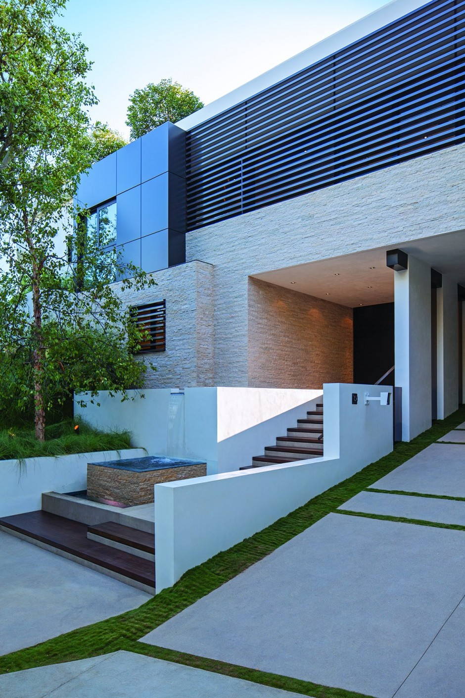 modern vacation house white in natural and green (14)