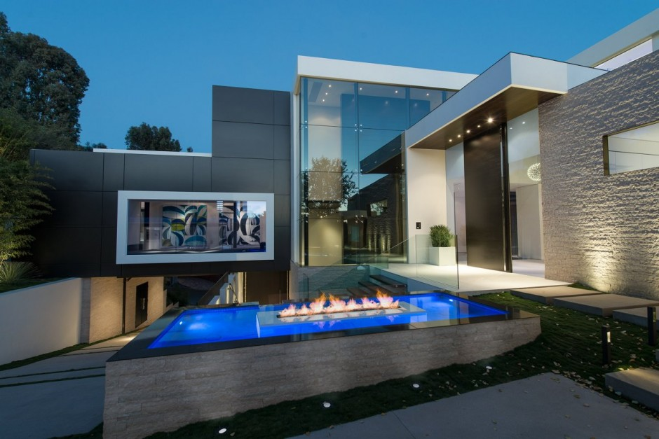 modern vacation house white in natural and green (6)