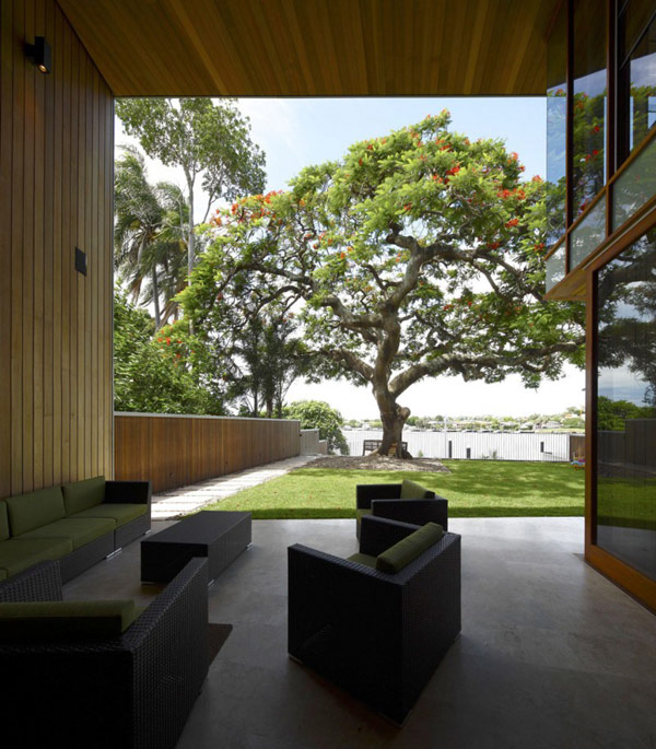 modern wooden house with yard in city (4)