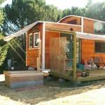 แบบบ้านกระท่อมไม้หลังเล็ก ออกแบบทรงคอนเทนเนอร์ ประหยัดพื้นที่ได้อย่างดี
