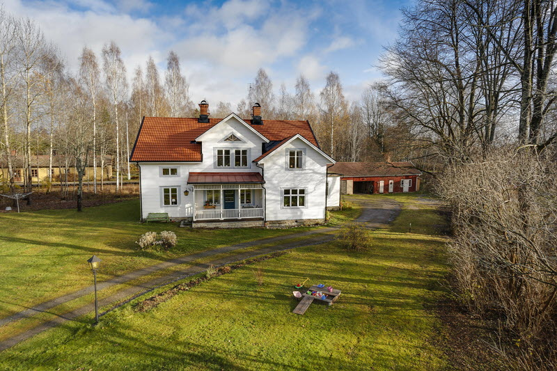 2 storey house countryside sweden (6)