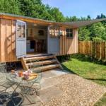 บ้านไม้หลังเล็ก ออกแบบรูปทรงคอนเทนเนอร์ ในบรรยากาศแห่งการพักผ่อน