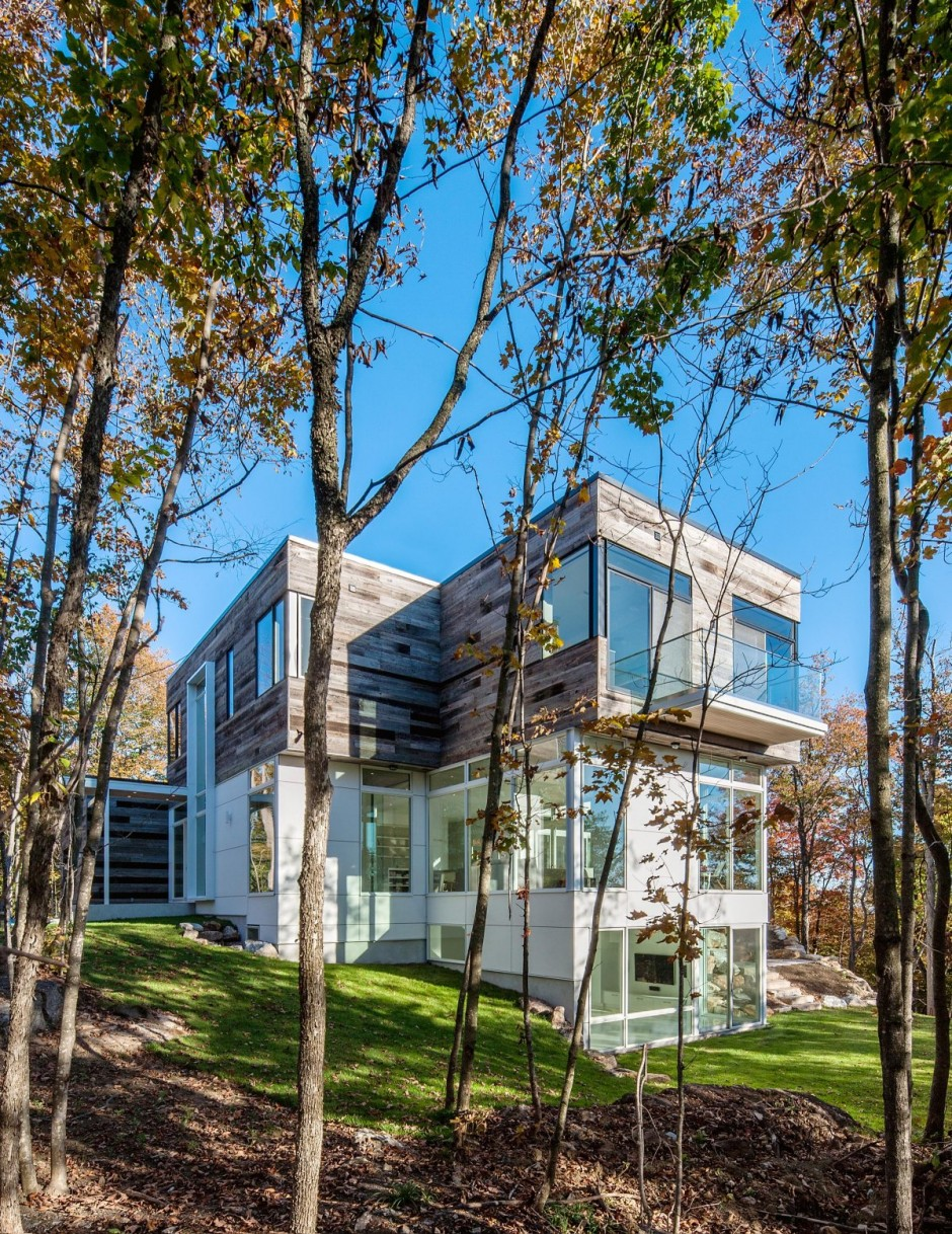 modern contemporary house in canadian forest (16)