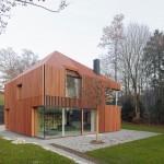 บ้านสองชั้นแบบโมเดิร์น ออกแบบมีเอกลักษณ์ น่าอยู่ในบรรยากาศธรรมชาติรอบบ้าน