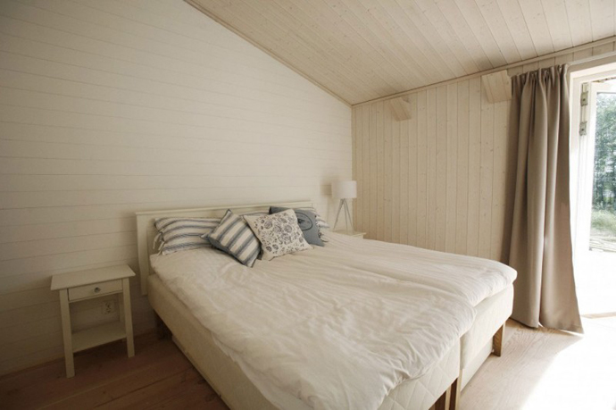 modern small wooden house in wood (9)