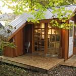 แบบบ้านไม้หลังเล็ก เหมาะกับการเอาไปสร้างเป็นที่พัก รีสอร์ท ดูน่ารักทีเดียว
