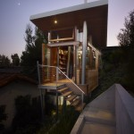 แบบบ้านไม้ ออกแบบเป็นทรงใต้ถุน ตกแต่งอย่างทันสมัยและมีเอกลักษณ์