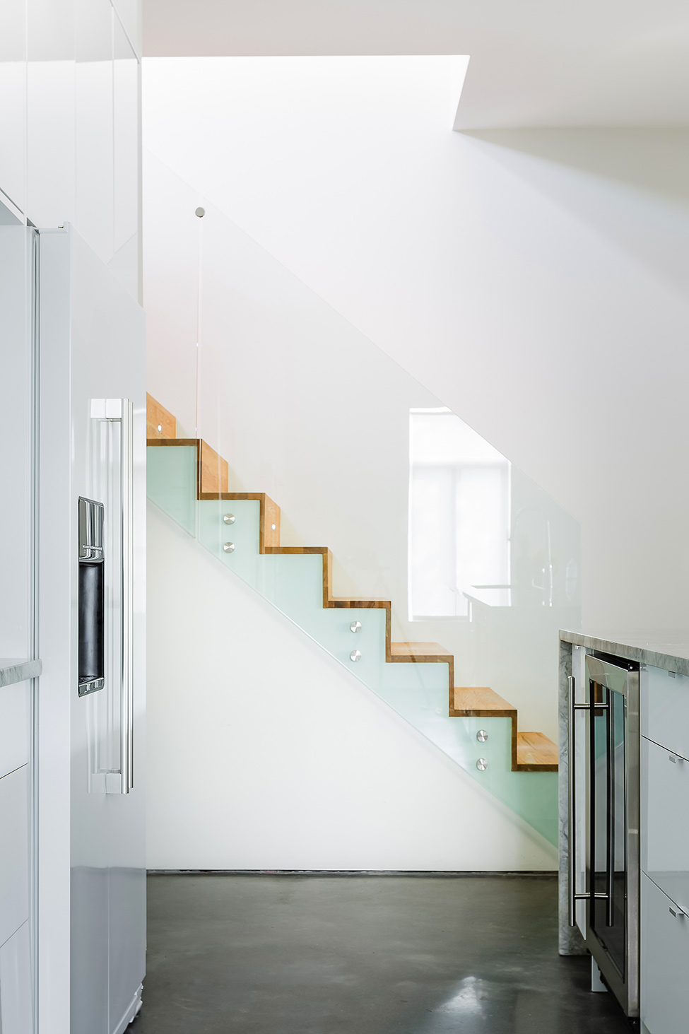 classic modern apartment canada (15)