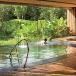 25 ไอเดียสระว่ายน้ำ ออกแบบได้อย่างสวยงาม และเติมเต็มธรรมชาติให้กับบ้าน