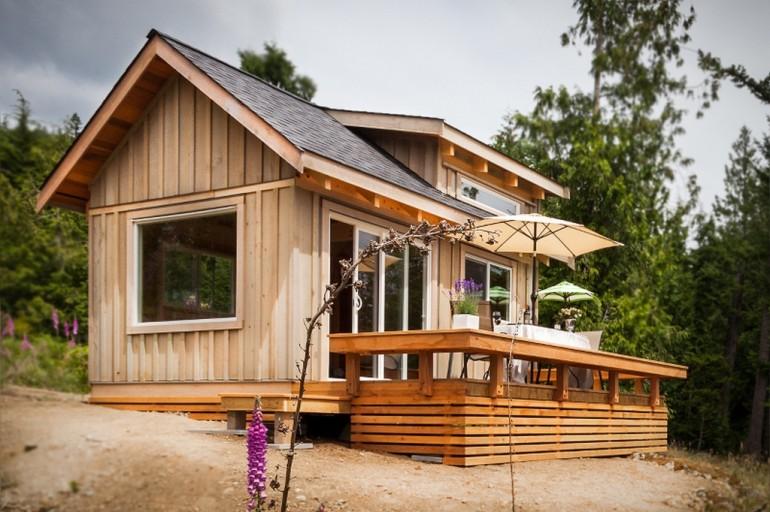 gambier-tiny-getaway-cabin-exterior3-via-smallhousebliss-770x512