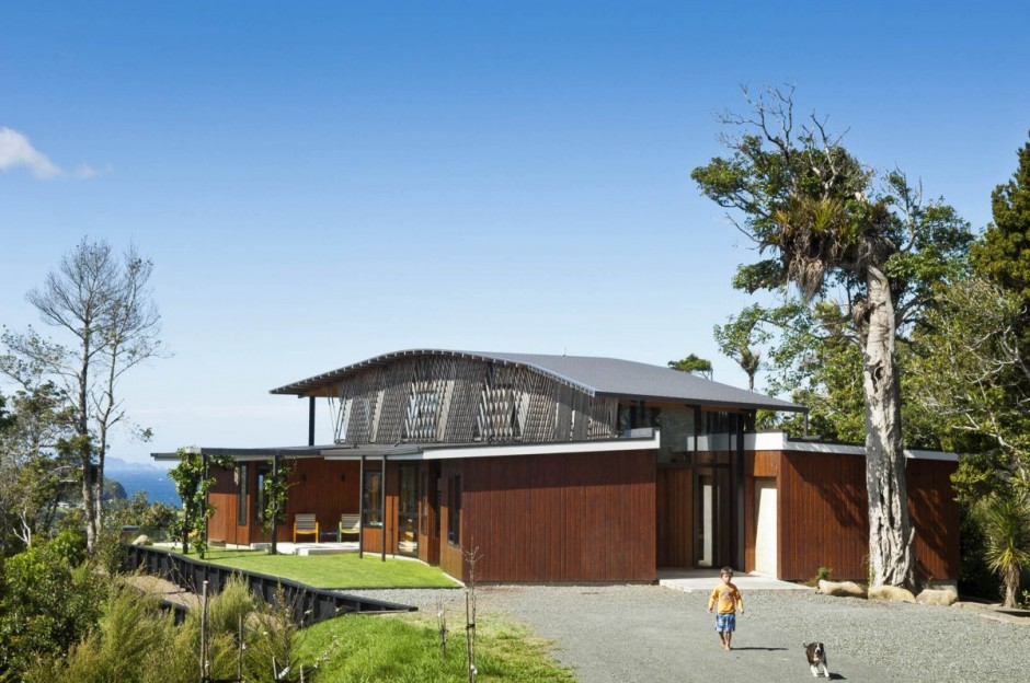 hillside house (1)