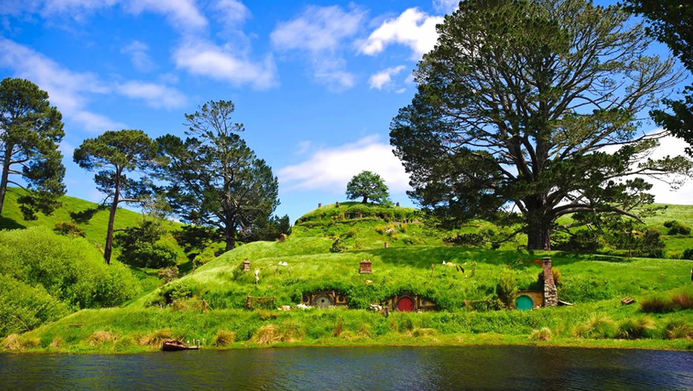 hobbiton-movie-set-tours-in-matamata-tourism-new-zealand