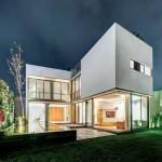 แบบบ้านสองชั้นแนวโมเดิร์น สีขาวดูเรียบง่าย แต่แฝงด้วยความหรูหรา