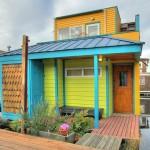 แบบบ้านไม้สองชั้น ออกแบบและใช้สีสันที่สดใส ขนาดเล็กน่ารักประหยัดงบ