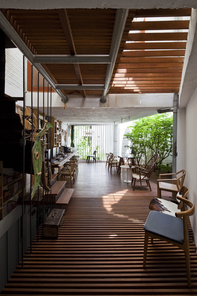 city townhouse contemporary in vietnam (12)