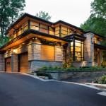 บ้านสองชั้นแนวร่วมสมัย สร้างก่ออิฐ ตกแต่งด้วยไม้และกระจก ในบรรยากาศสบายตา