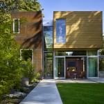 แบบบ้านสองชั้นแนวร่วมสมัย ออกแบบให้โปร่งสบาย ล้อมรอบด้วยพื้นที่สีเขียว