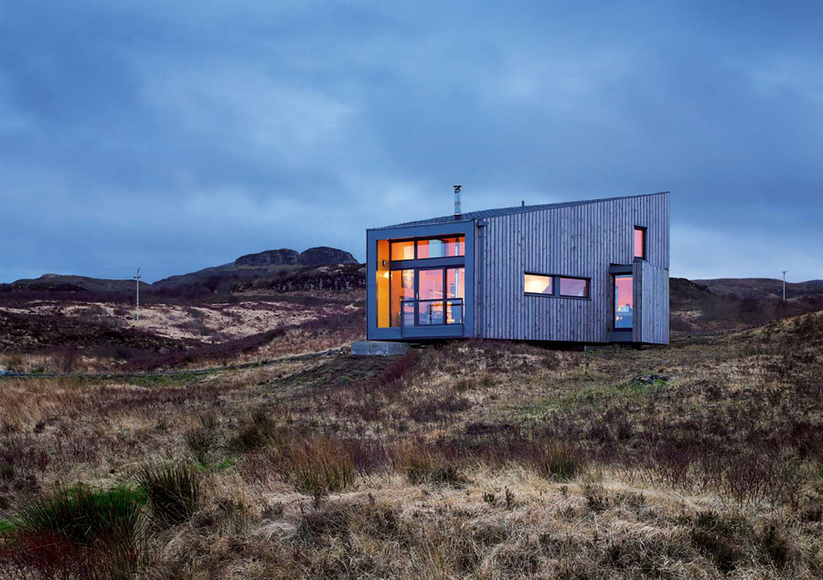 cottage house in natural scotland (1)