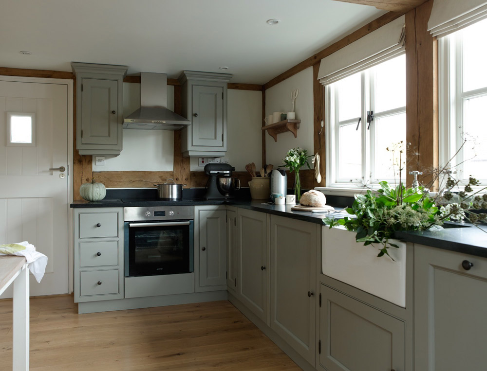 cottage wooden house classic style (4)