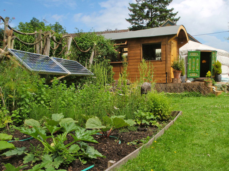 cottage wooden mini house with solar power (3)